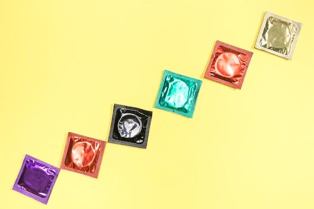 Flachlage mit verschiedenen kondomen