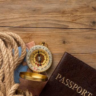 Flachliegendes seil und kompassrahmen