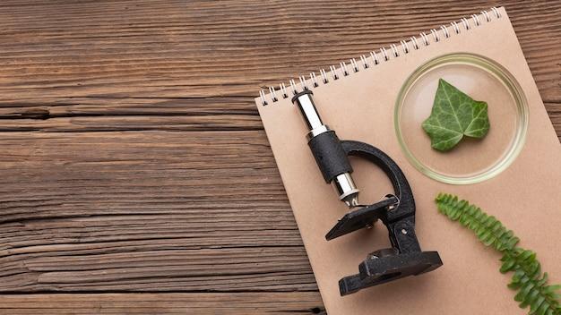 Flachmikroskop und notebook