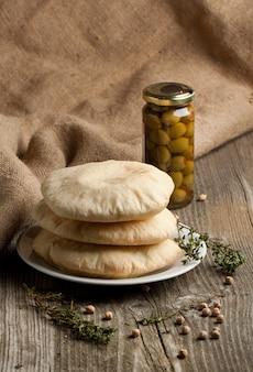 Fladenbrot mit oliven
