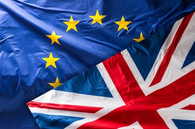 Flagge der europäischen union. eu-flagge weht im wind