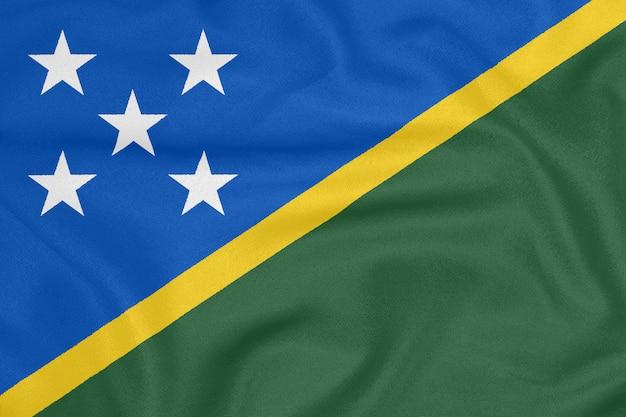 Flagge der salomonen auf strukturiertem gewebe. patriotisches symbol