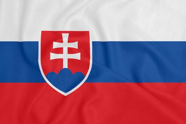 Flagge der slowakei auf strukturiertem gewebe