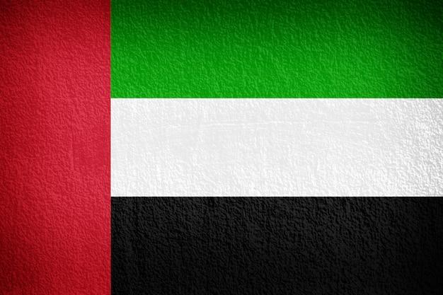 Flagge der vereinigten arabischen emirate auf grunge wand gemalt