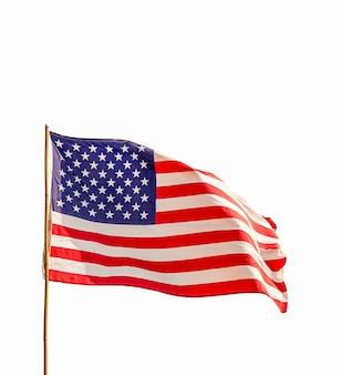Flagge der vereinigten staaten von amerika (usa) lokalisiert auf weißem hintergrund