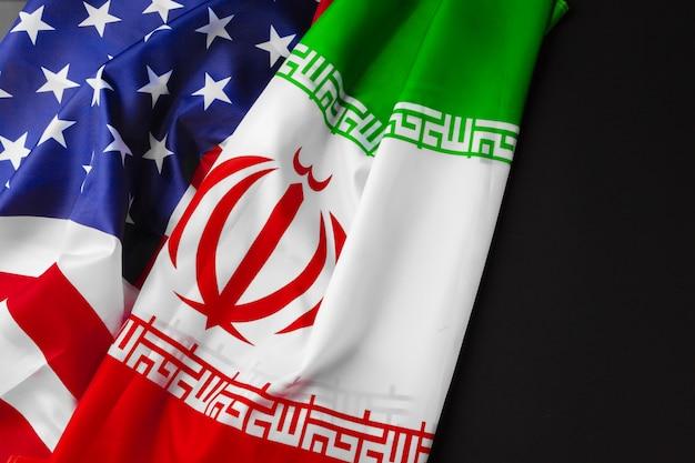 Flagge des iran zusammen mit der flagge der vereinigten staaten von amerika