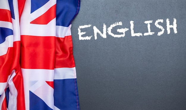Flagge des vereinigten königreichs an der tafel, konzeptbild über bildung, schule und englische sprache