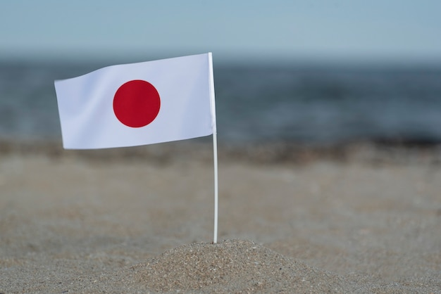 Flagge japans an der küste