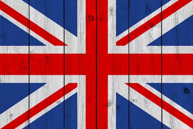 Flagge vereinigten königreichs gemalt auf alter hölzerner planke