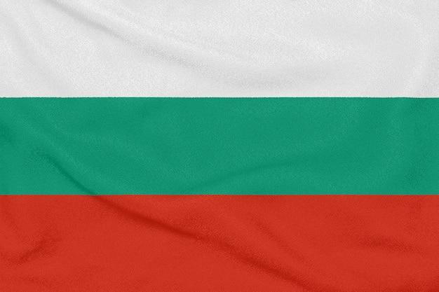 Flagge von bulgarien auf strukturiertem gewebe