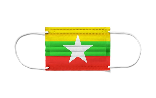 Flagge von burma myanmar auf einer chirurgischen einwegmaske. weiße oberfläche isoliert