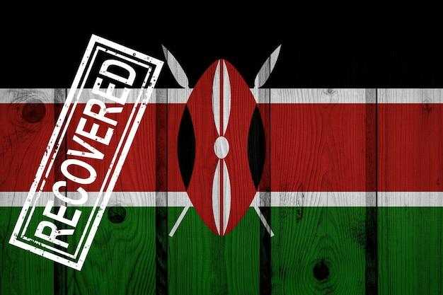 Flagge von kenia, die die infektionen der coronavirus-epidemie oder des coronavirus überlebt oder sich davon erholt hat. grunge-flagge mit stempel wiederhergestellt