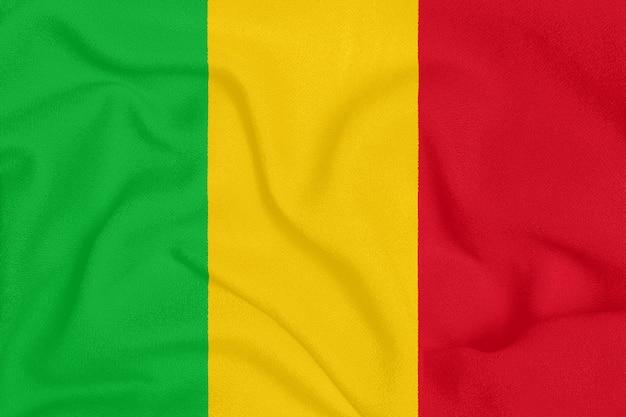 Flagge von mali auf strukturiertem gewebe, patriotisches symbol