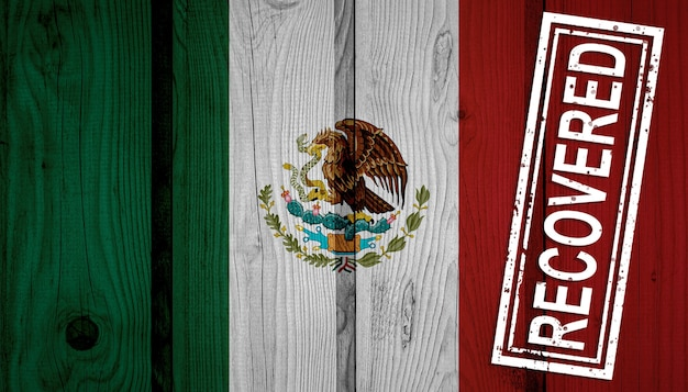 Flagge von mexiko, die die infektionen der corona-virus-epidemie oder des coronavirus überlebt oder sich erholt hat. grunge-flagge mit stempel wiederhergestellt