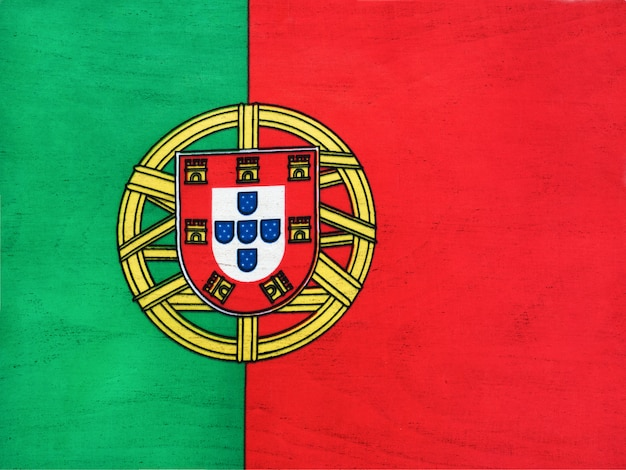 Flagge von portugal. nahaufnahme, ansicht von oben. nationalfeiertagskonzept.