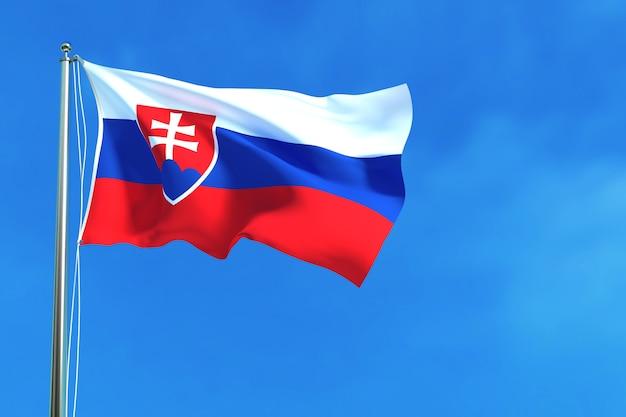 Flagge von slowakei auf dem hintergrund des blauen himmels