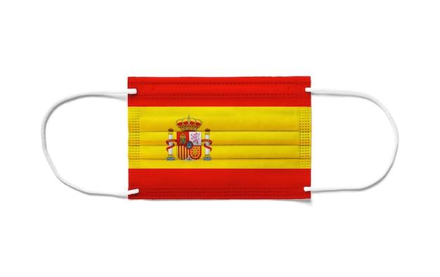 Flagge von spanien auf einer chirurgischen einwegmaske. weißer hintergrund isoliert
