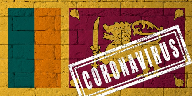 Flagge von sri lanka mit originalen proportionen. gestempelt mit coronavirus. mauer textur. konzept des corona-virus. am rande einer covid-19- oder 2019-ncov-pandemie.