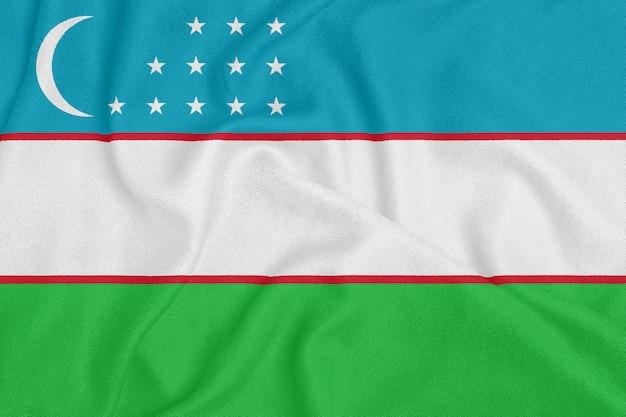 Flagge von usbekistan auf strukturiertem gewebe