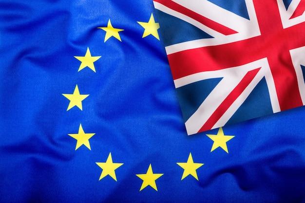Flaggen des vereinigten königreichs und der europäischen union uk-flagge und eu-flagge britische union jack-flagge