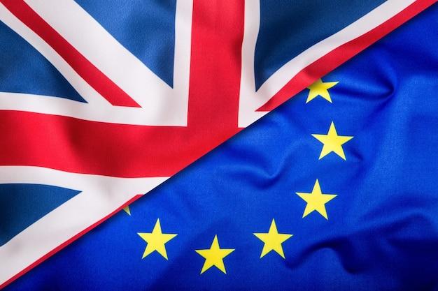 Flaggen des vereinigten königreichs und der europäischen union. uk-flagge und eu-flagge. britische union jack-flagge