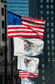 Flaggen entlang der michigan avenue in chicago