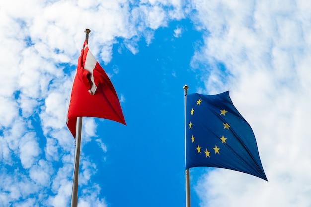 Flaggen von dänemark und der europäischen union