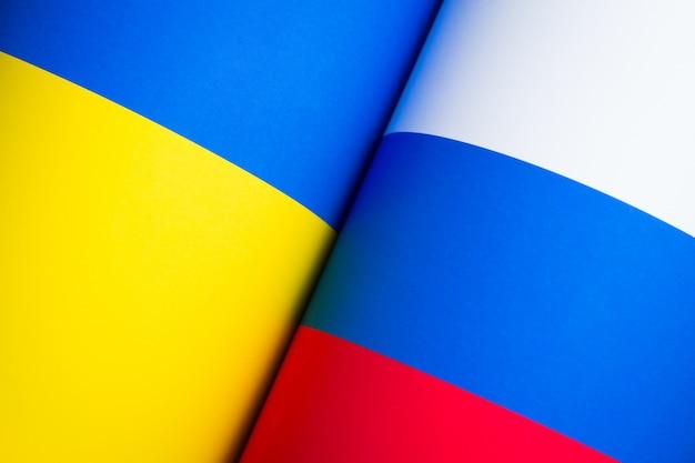 Flaggen von russland und der ukraine
