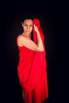 Flamenco-frau im roten kleid und im aufnahmekleid