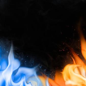 Flammenrandhintergrund, schwarzes realistisches blaues feuerbild