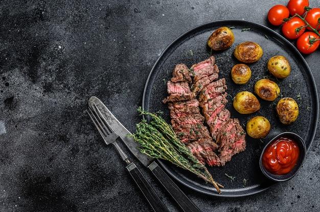 Flank gegrilltes fleisch rindfleisch steak mit bratkartoffel