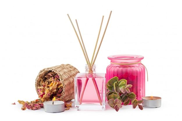 Flasche ätherisches aromaöl oder spa- oder natürliches duftöl mit trockener blüte