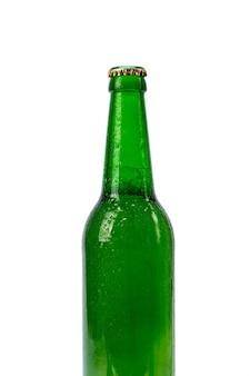 Flasche bier getrennt auf weiß