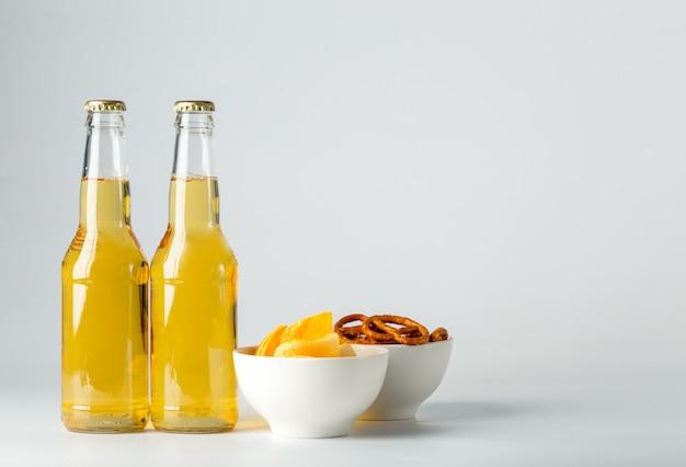 Flasche bier und snack