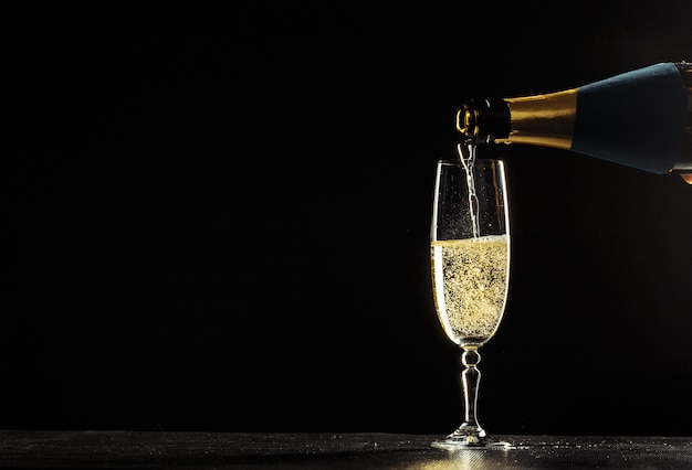 Flasche champagner und gläser