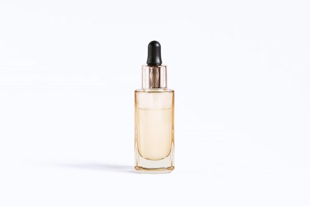Flasche goldfarbe mit einer pipette mit serum zur hautpflege