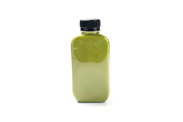 Flasche kaltes getränkegetränk mit teemilch, frische frühstückssüße erfrischung mit eis, heißgetränk kaffee und lecker lecker in gläsern, grüner latte und braune schokolade mit weißer sahne isoliert