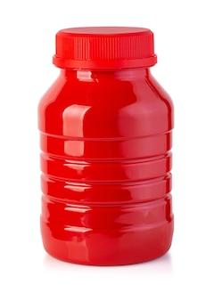 Flasche ketchup isoliert auf weißem hintergrund mit beschneidungspfad