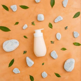 Flasche mit lotion auf dem tisch