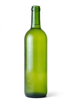 Flasche sehr kalter weißer wein frisch vom kühlraum mit weiß