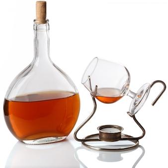 Flasche und glas mit cognac