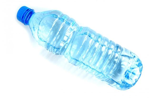 Flasche wasser isolierte nahaufnahme