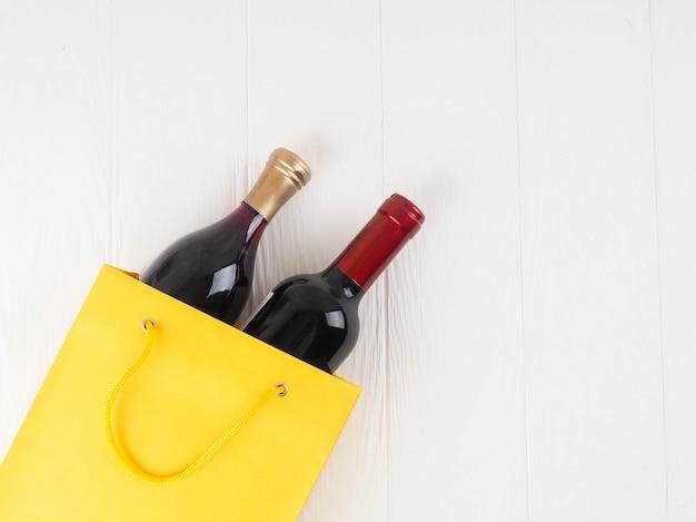 Flasche wein im paket, draufsicht