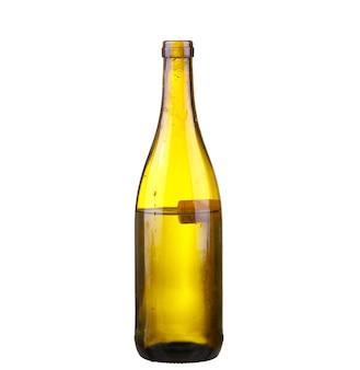 Flasche weißwein auf lokalisiertem reflektierendem weißem hintergrund