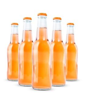 Flaschen alkoholfreies getränk getrennt auf weiß
