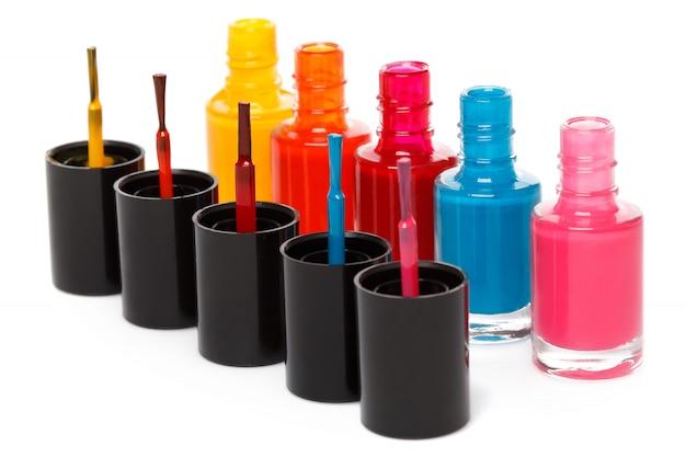 Flaschen mit einem bunten nagellack