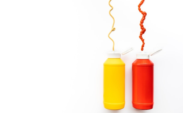 Flaschen sauce spritzt ketchup und senf