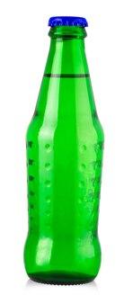 Flaschen wasser getrennt auf dem weiß.