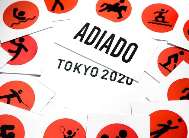Flat lay 2020 sportereignis verschoben vereinbarung