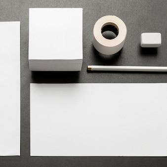 Flat lay copy space dokumente und schreibtisch schreibwaren